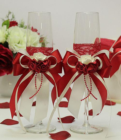Декорирование свадебных бокалов красное с белым